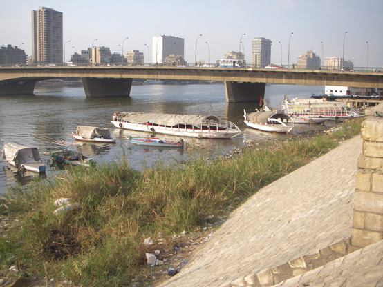 Students observe steep concrete banks, unused terraces, and informal settlements along the water's edge
